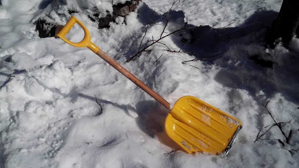 除雪スコップ
