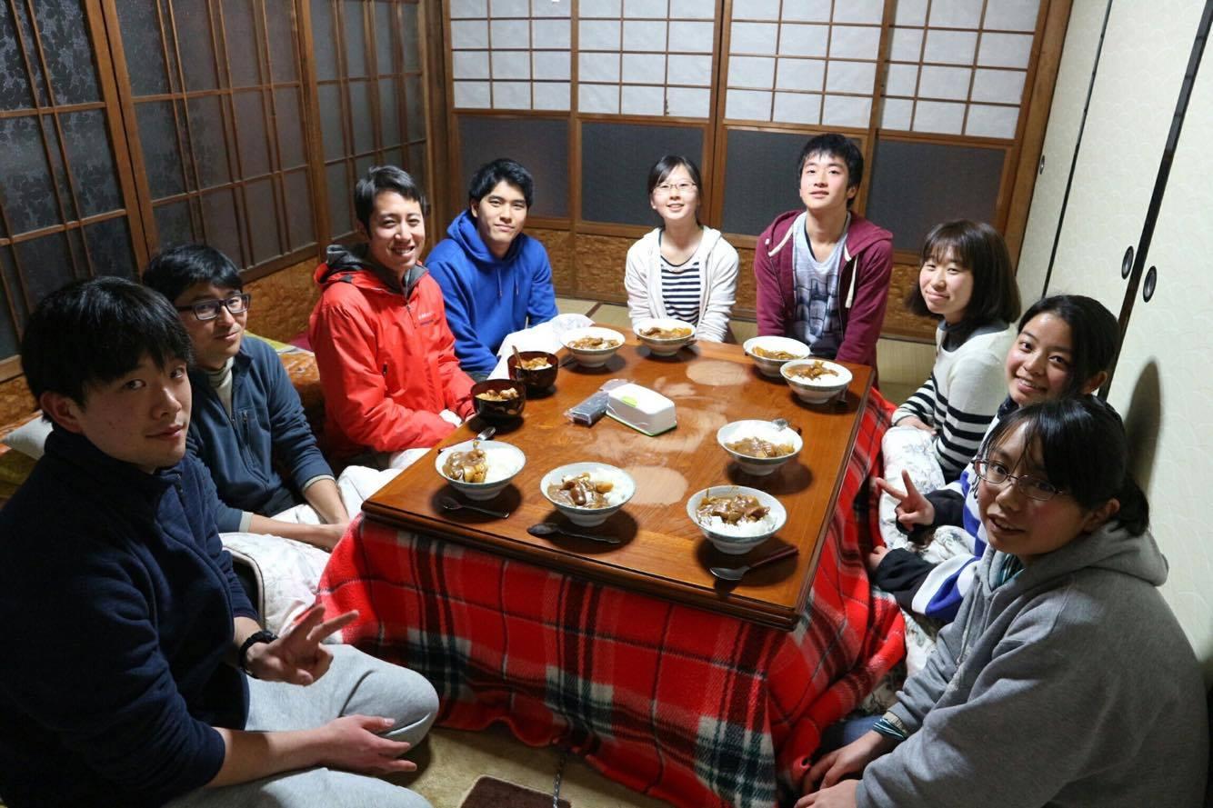 村唯一の田んぼを再生する学生たち